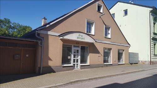 Rodinný dům s obchodem, užitná plocha 330m2, zahrada 45m2, k.ú. Náchod